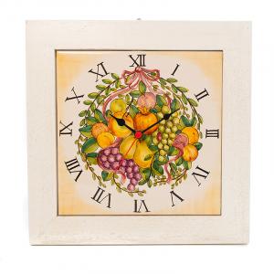 Часы квадратные в деревянной раме