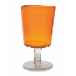 Бокал для вина из яркого оранжевого стекла с воздушными пузырьками