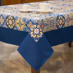 Гобеленовая скатерть с синей каймой
