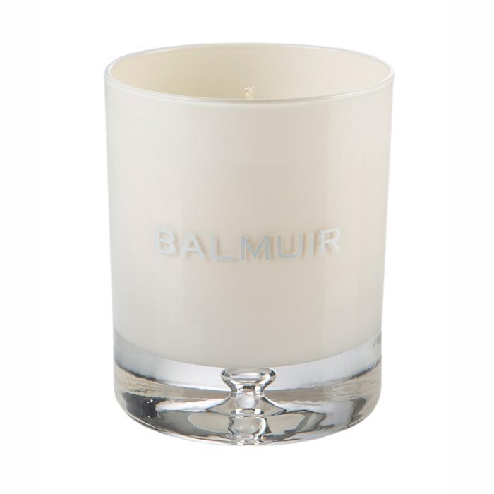 Свеча в подсвечнике белого цвета  - фото