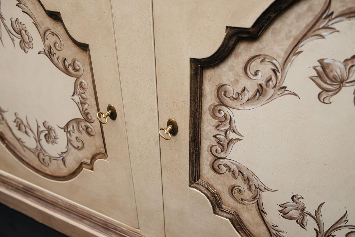 Роскошный комод ручной работы из натурального дерева с росписью Salaiolo  - фото