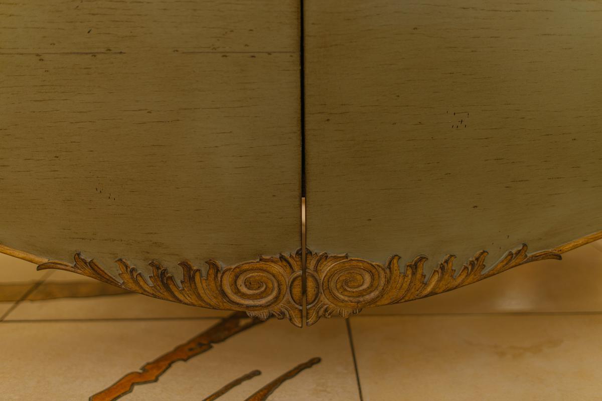 Комод в классическом стиле из натурального дерева с эффектным декором Gala   - фото