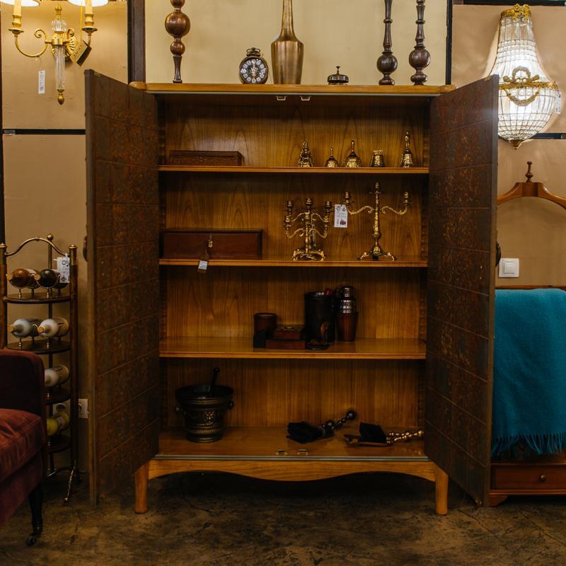 Барный шкаф из натурального дерева с креативным дизайном Mandarim AM Classic  - фото