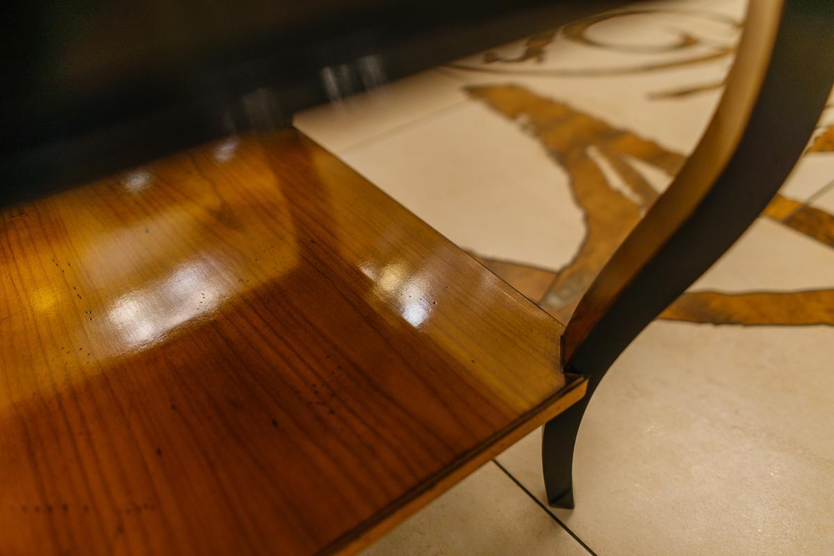Двухцветный кофейный столик, изготовленный вручную из благородной древесины   - фото
