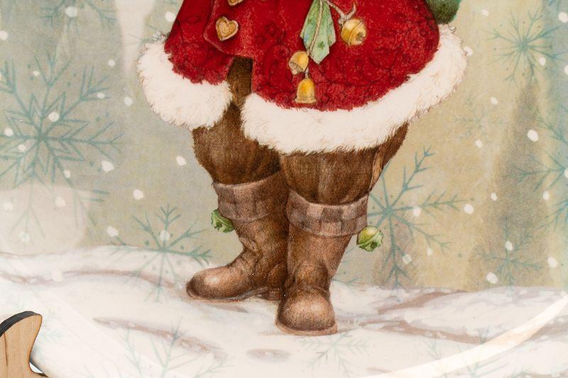 Круглое блюдо серого цвета с красочным рисунком «Санта с мешком подарков»  - фото