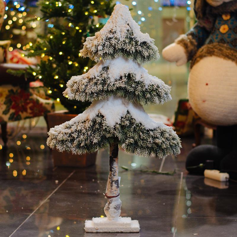 Снежная ель  - фото