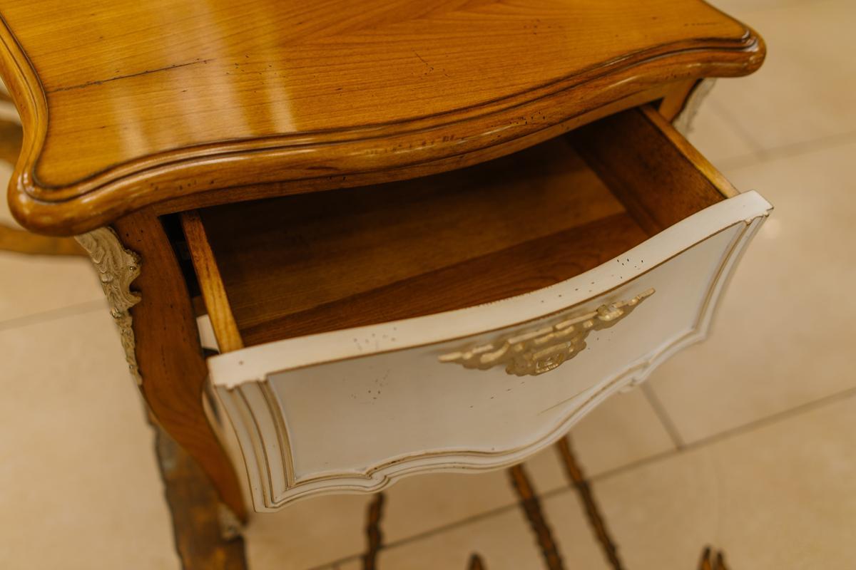 Изящная прикроватная тумбочка из резного массива французской вишни Majestic  - фото