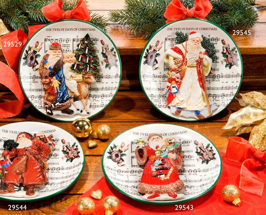 Тарелка декоративная с рельефным изображением Деда Мороза  - фото