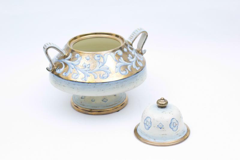 Декоративная ваза с позолотой  - фото