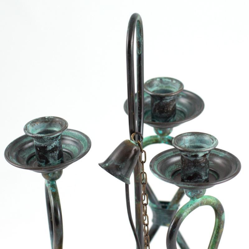 Подсвечник на три свечи на деревянной подставке  - фото