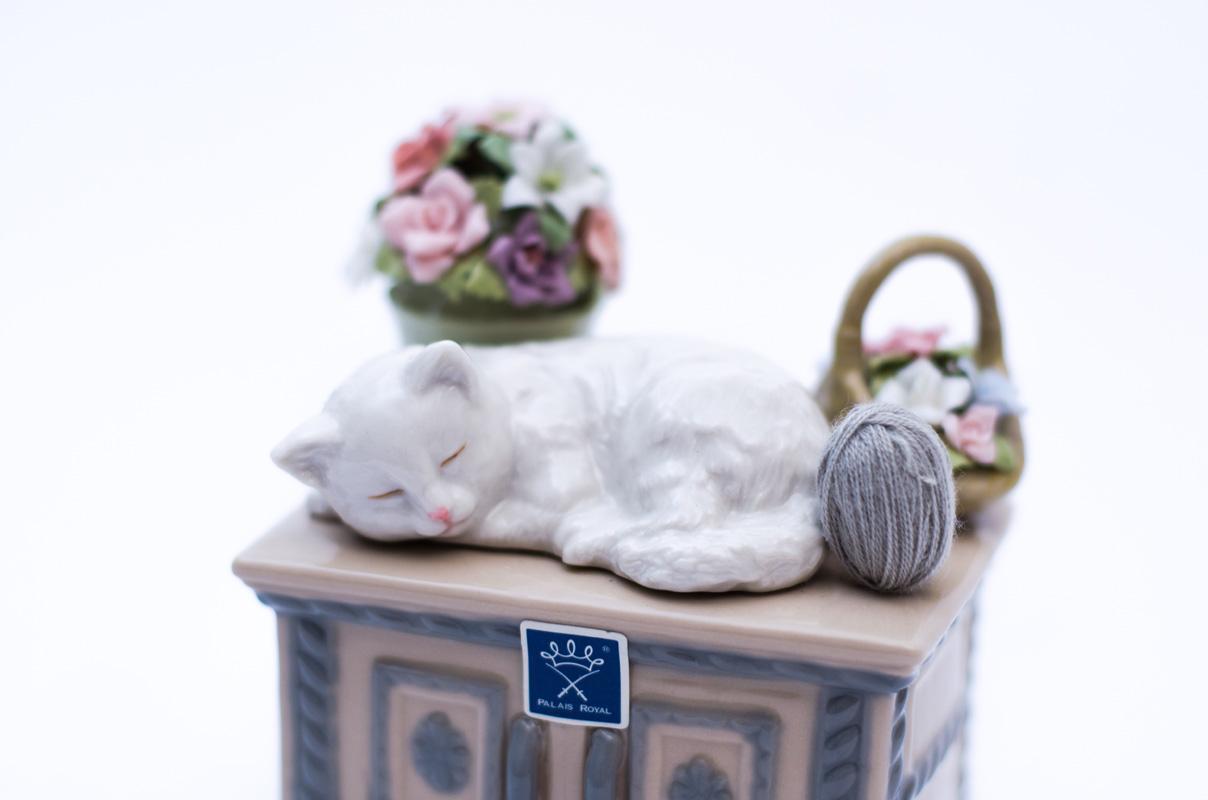 Музыкальная шкатулка с кошкой  - фото
