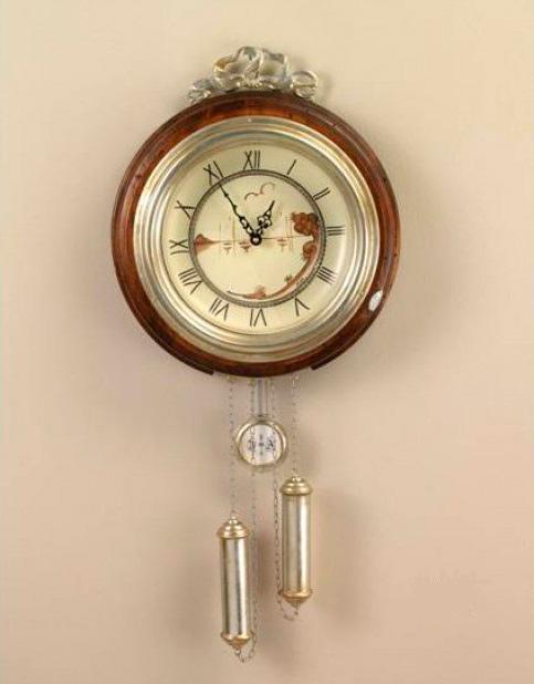 Часы настенные из антикварного дерева  - фото