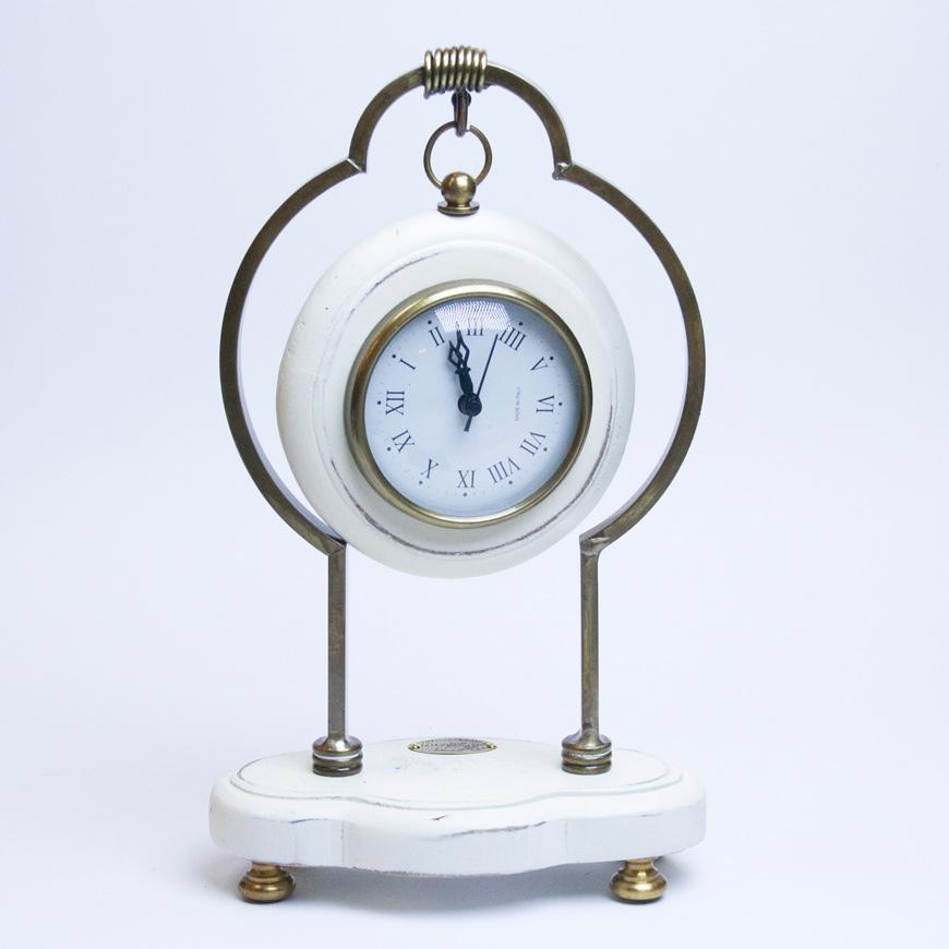 Часы деревянные белые для прованс интерьера  - фото