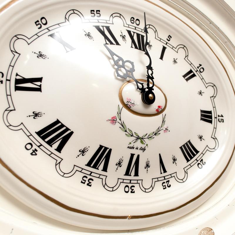 Часы настенные овальные белые  - фото