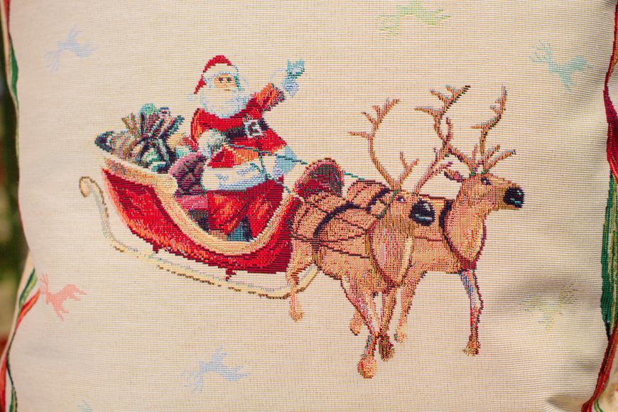 """Гобеленовая наволочка для подушки """"Санта на санях""""  - фото"""
