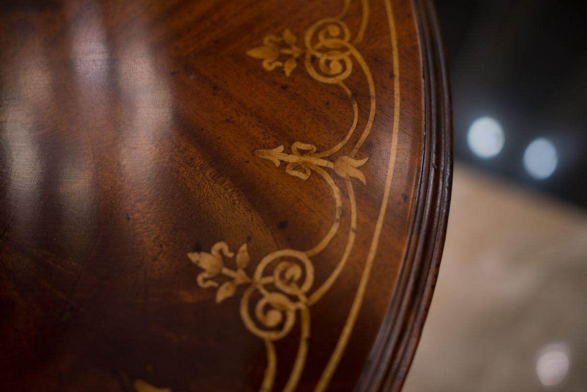 Круглый столик с инкрустированной столешницей и резными ножками Jonathan Charles  - фото