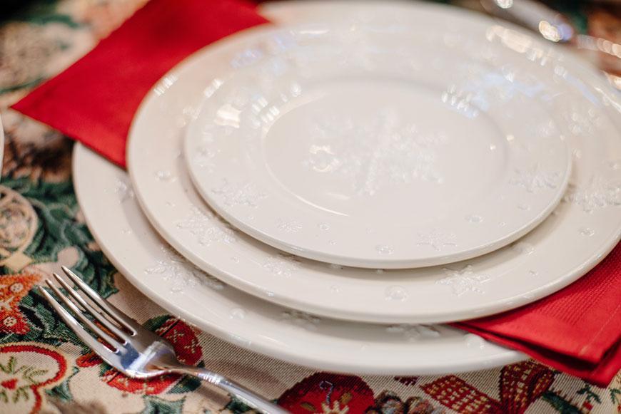 """Тарелка десертная белая с новогодним узором """"Снежинки""""  - фото"""