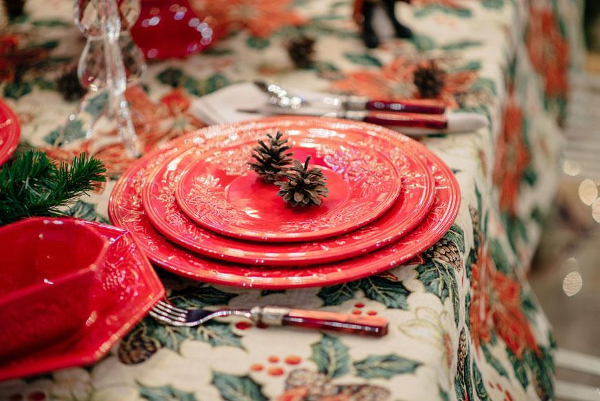 """Тарелка подставная с выпуклыми цветами пуансеттии """"Зима""""  - фото"""