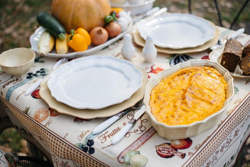 Белые тарелки  - фото