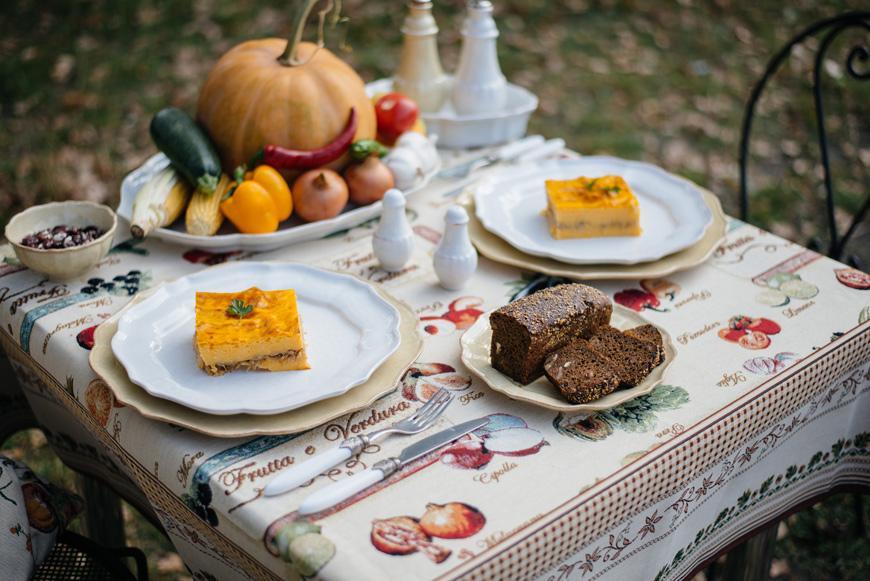 Тыквенная запеканка на белой тарелке Impressions  - фото