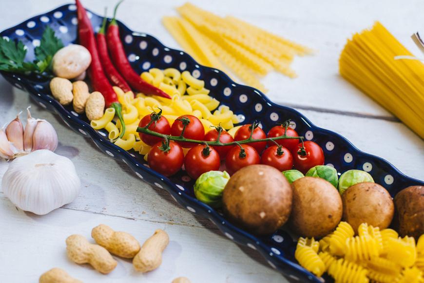 Длинное блюдо для канапе  - фото