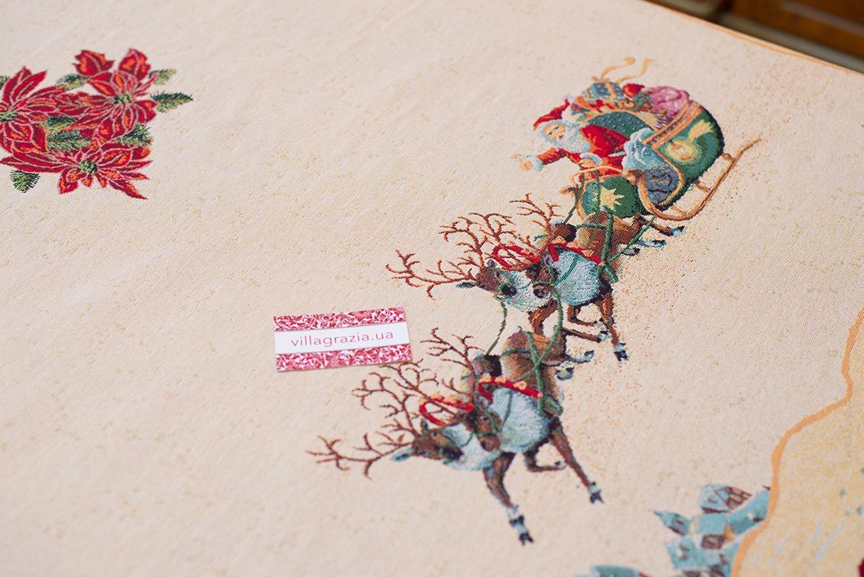 """Новогодняя гобеленовая скатерть со светлым фоном """"Рождество""""   - фото"""