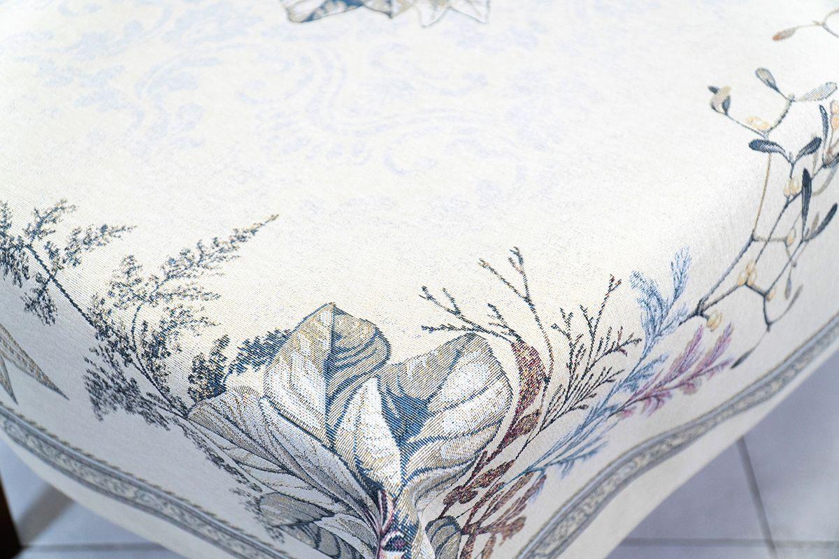 """Скатерть из светлого гобелена с люрексом """"Серебряная пуансеттия"""" Villa Grazia Premium  - фото"""