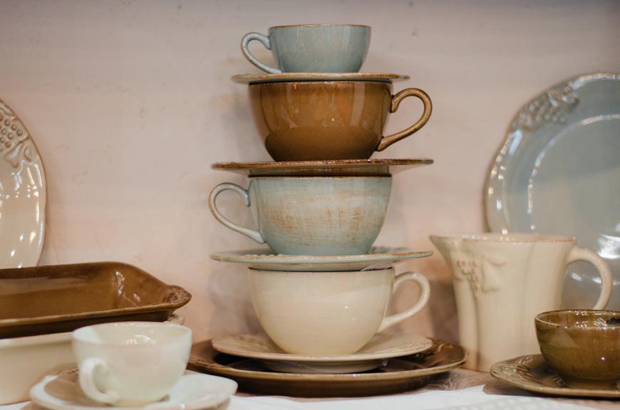 Коллекция чашек Mediterranea разных расцветок  - фото