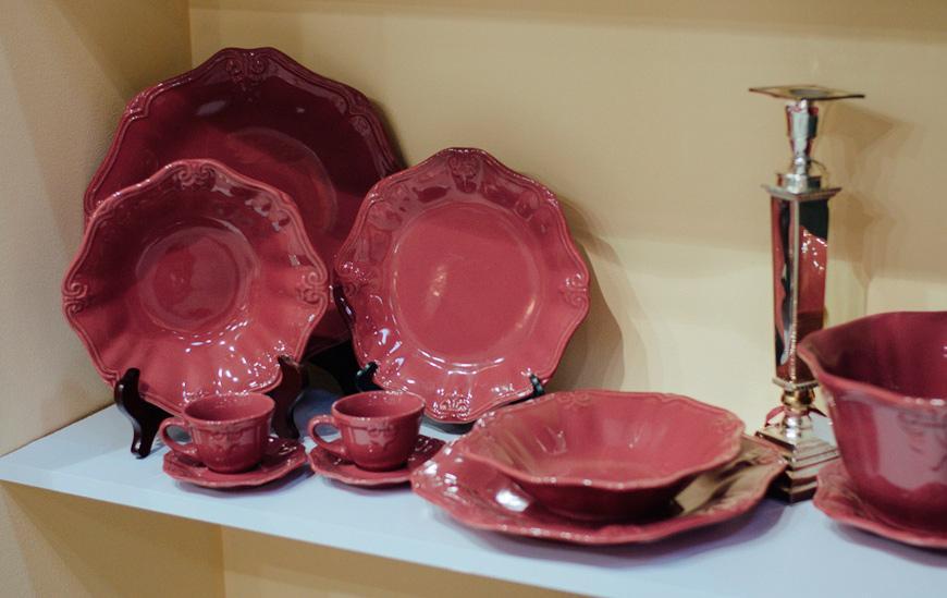 Пурпурная обеденная посуда Iris  - фото