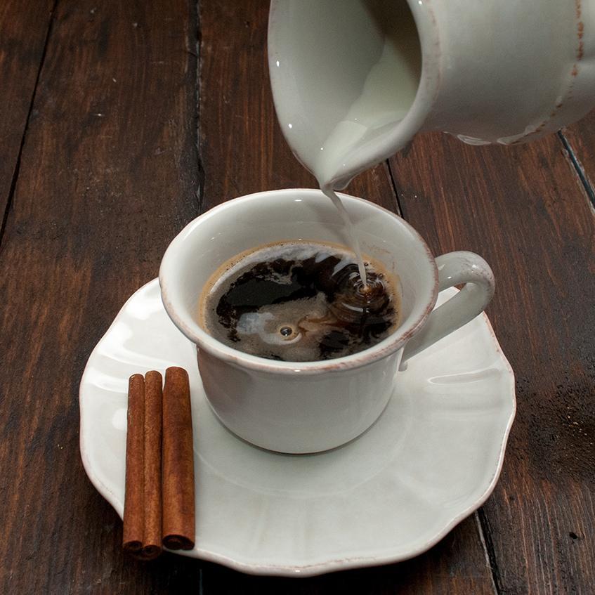 Чашка с блюдцем белая Impressions  - фото