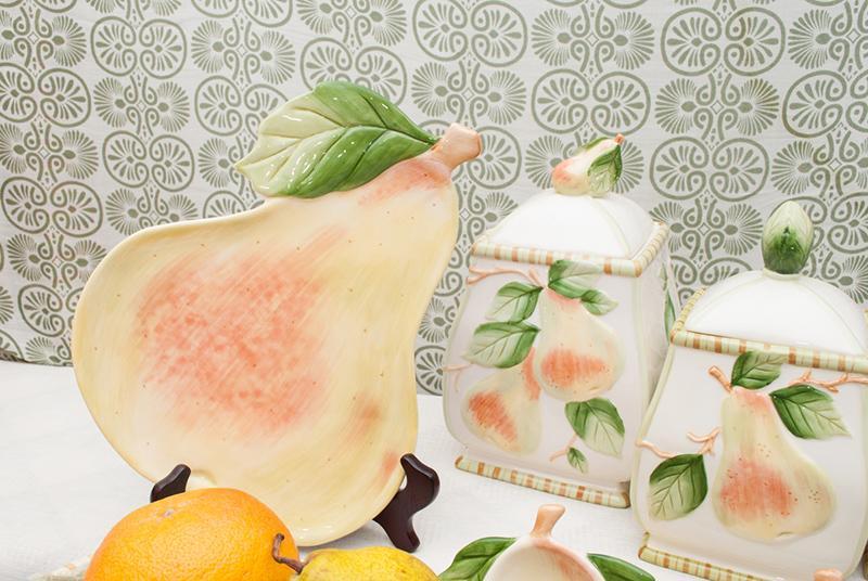 Итальянская посуда с грушами  - фото