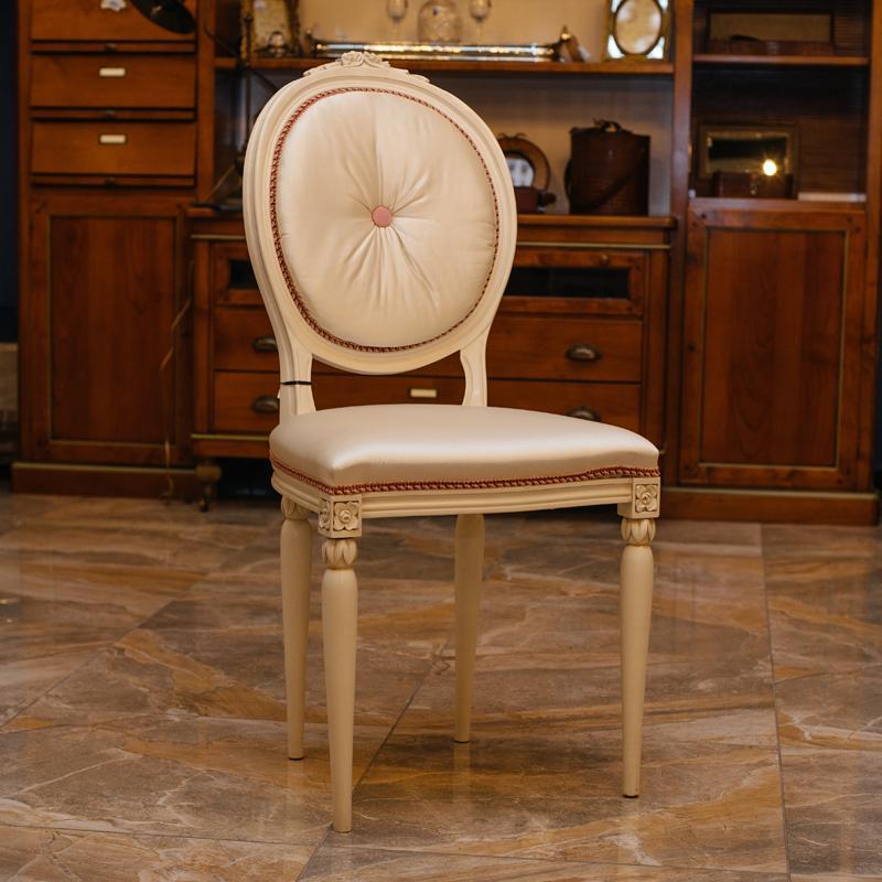 Элегантный стул Frari с ручной резьбой и розовой окантовкой  - фото