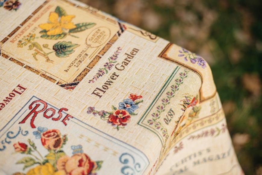 """Гобеленовая скатерть с цветочным рисунком """"Ботанический сад""""  - фото"""