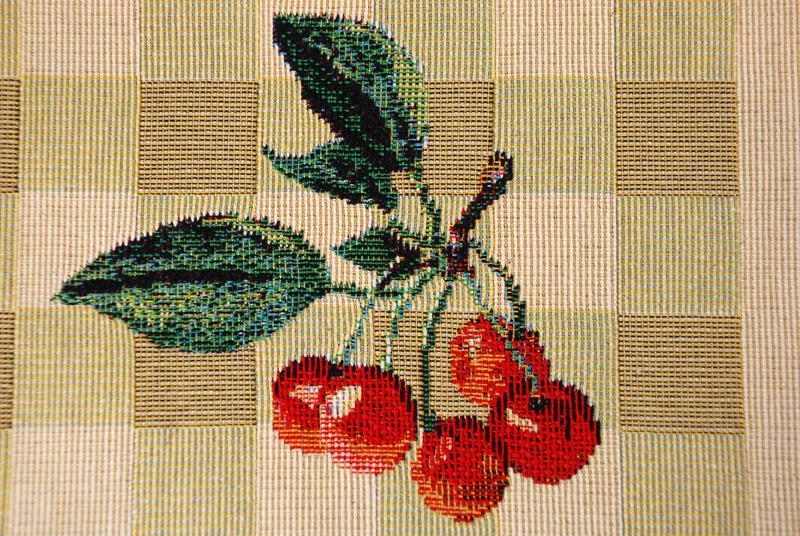 """Скатерть из гобелена с изображением плодов """"Фруктовая азбука""""  - фото"""