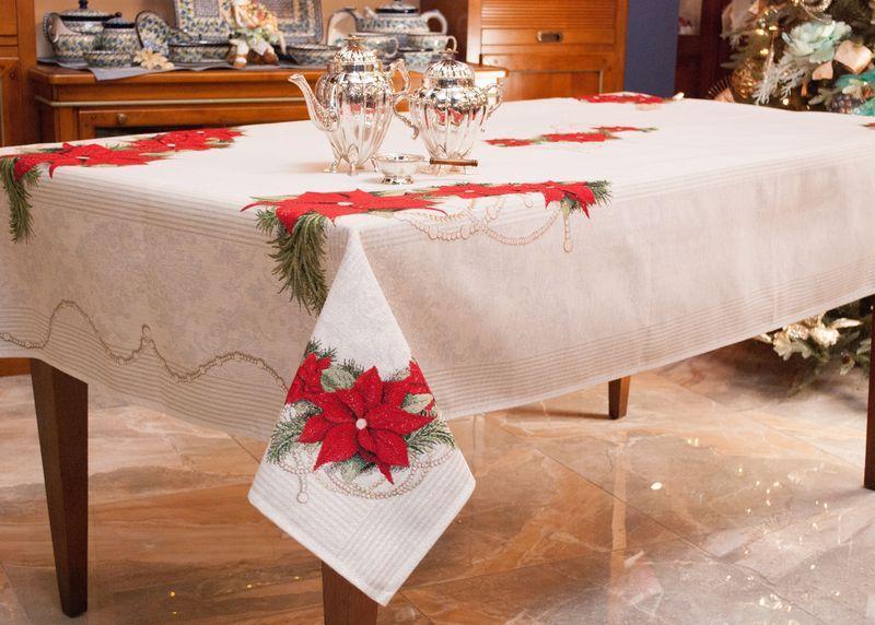"""Прямоугольная белая скатерть с красными цветами """"Рождественский ноктюрн""""  - фото"""