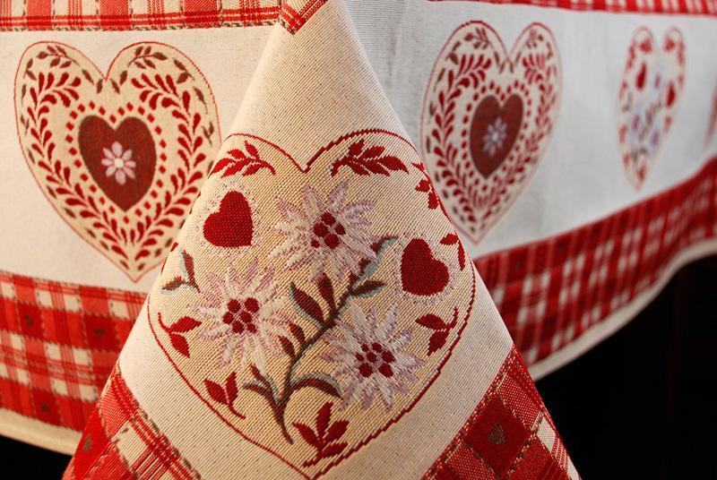 """Скатерть из гобелена с романтическим дизайном """"Сердечные поздравления""""  - фото"""