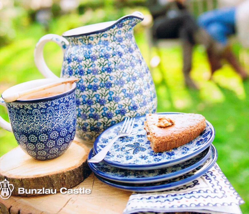 Обеденная посуда с цветами-колокольчиками  - фото