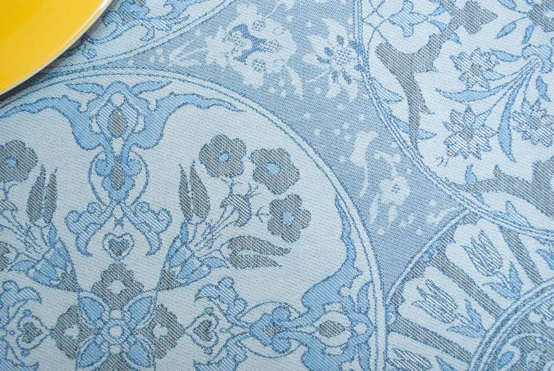 Скатерть Porcelaine с тефлоновым покрытием серо-синяя  - фото