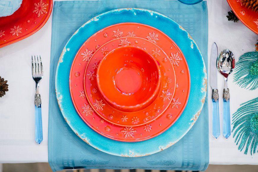 """Подставное керамическое блюдо ярко-голубого цвета с потертостями на краях """"Помпеи""""  - фото"""