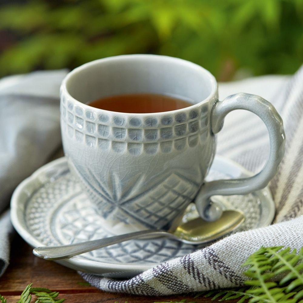 чашка чая в ноге