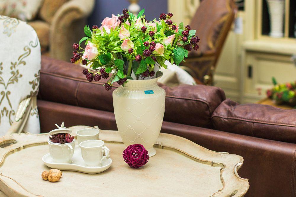 Кремовая ваза  - фото