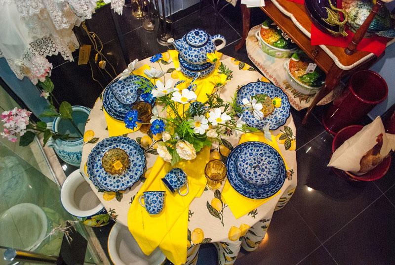 Кружка с цветами  - фото