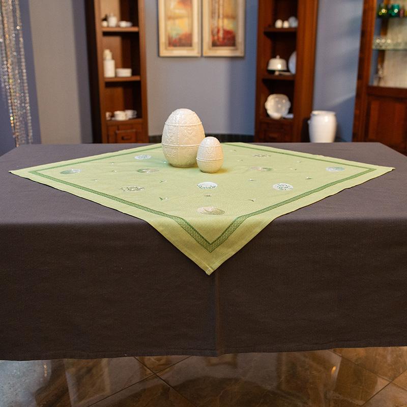 Квадратная скатерть-наперон с пасхальной вышивкой «Завтрак на траве»  - фото