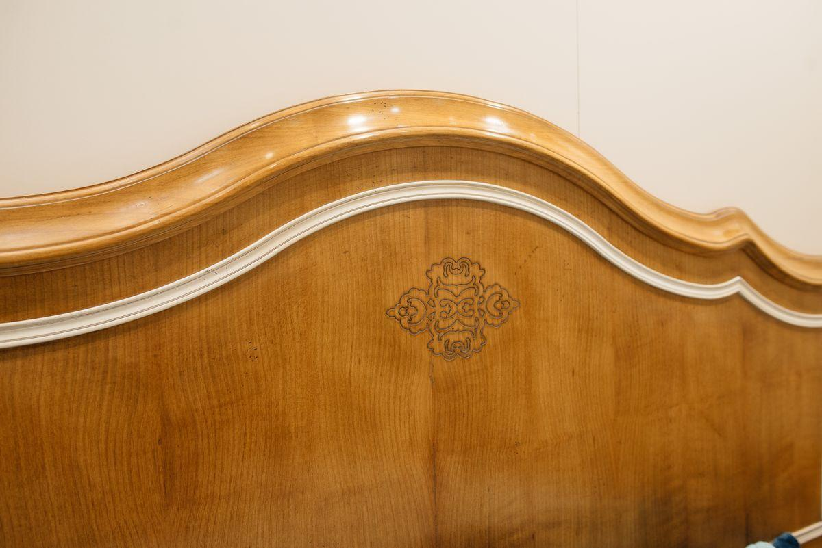 Двуспальная кровать ручной работы с основой из французской вишни Majestic  - фото