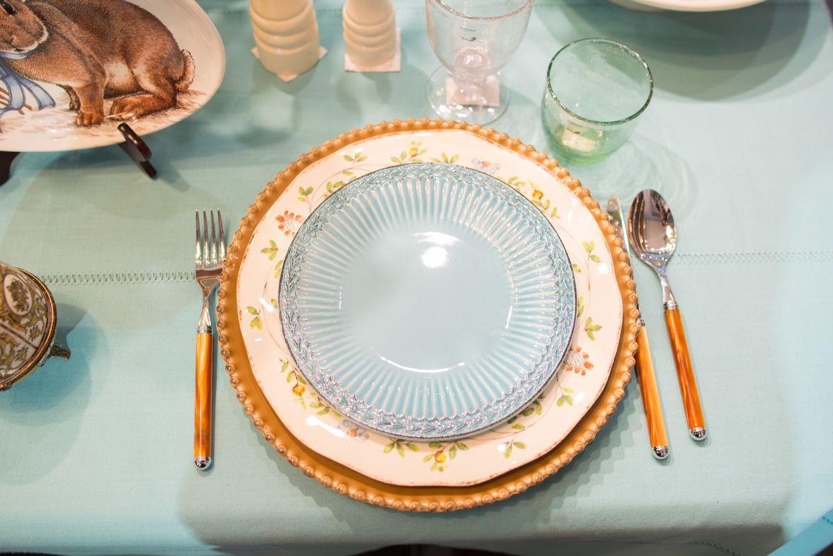 Коричневая тарелка для нарезки Pearl  - фото