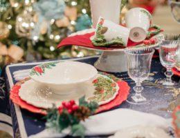 новогодняя посуда в сервировке