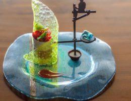 десерт в виде рыбака на ходулях