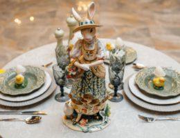 Светлая и нежная пасхальная сервировка «В гостях у миссис Кролик»