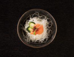 рисовая лапша в черной пиале