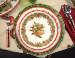 сервировка с посудой из коллекции Зимний букет